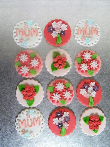 12 Flower Mum Cupcake Toppers